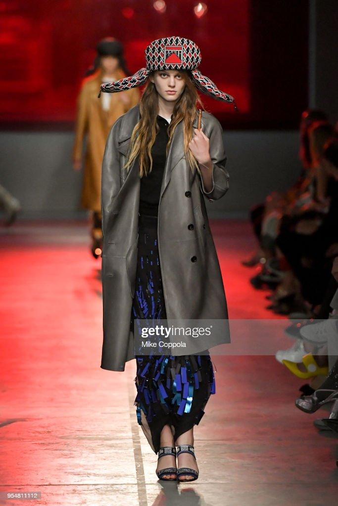 Prada Resort 2019 Fashion Show - Runway : ニュース写真