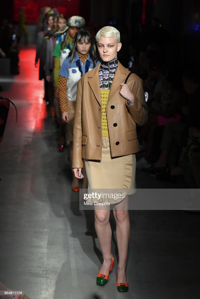 Prada Resort 2019 Fashion Show - Runway : ニュース写真