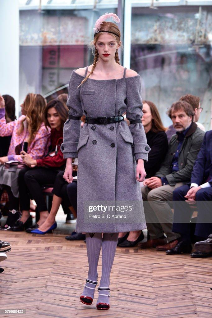 Prada Resort 2018 Womenswear Show - Runway : ニュース写真