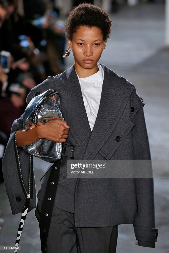 Proenza Schouler - Runway - February 2017 - New York Fashion Week : News Photo