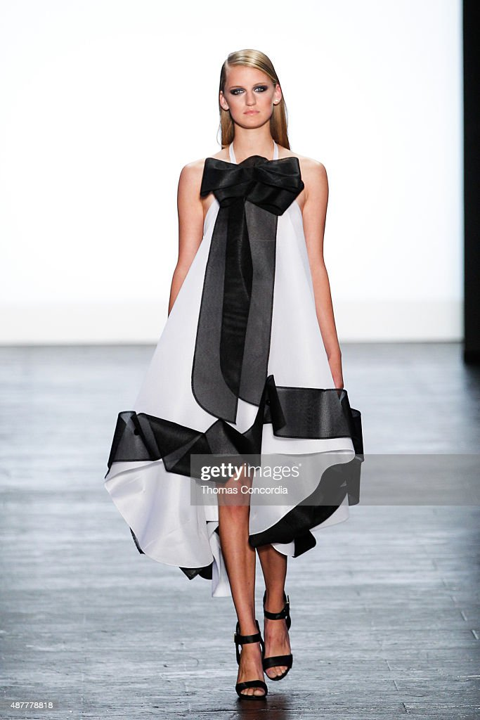 Project Runway - Runway - Spring 2016 New York Fashion Week: The Shows : News Photo
