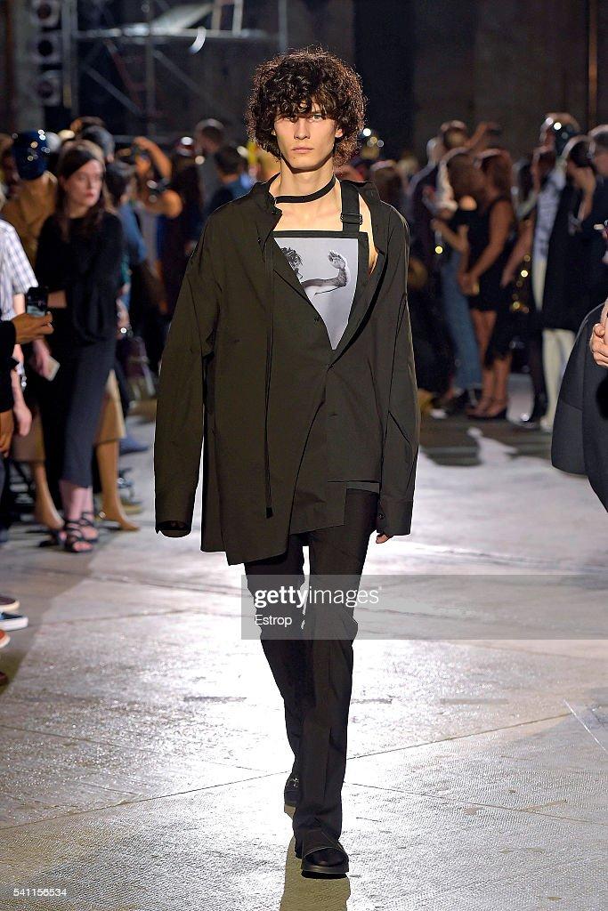 Raf Simons Fashion Show - Pitti 90. : News Photo