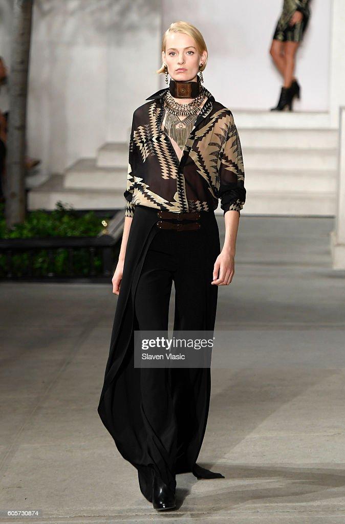Ralph Lauren - Runway - September 2016 - New York Fashion Week : News Photo