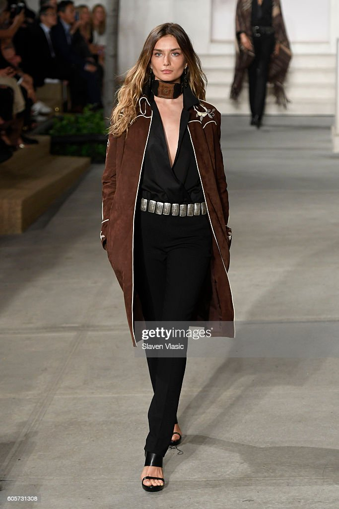 Ralph Lauren - Runway - September 2016 - New York Fashion Week : News Photo