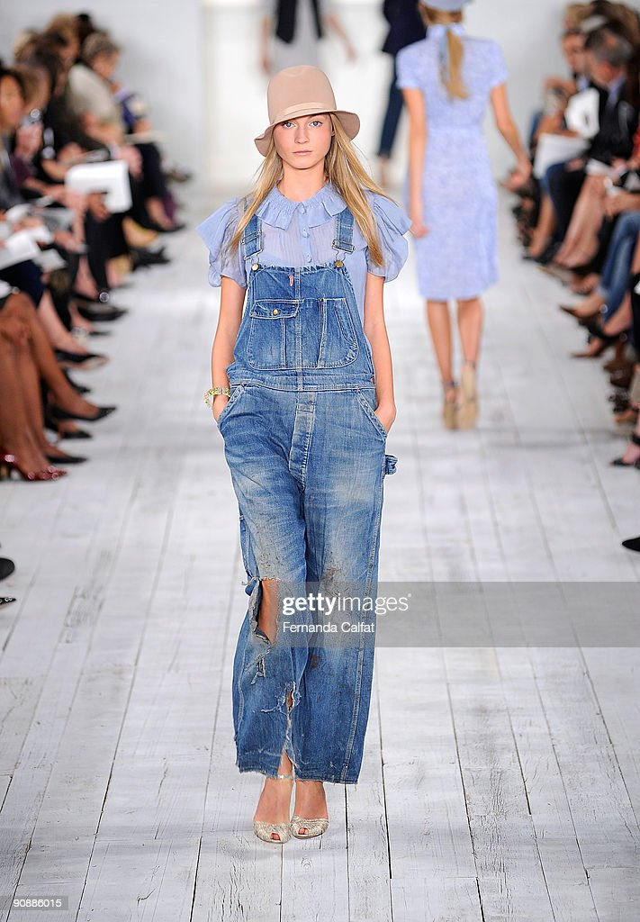 A model walks the runway at the Ralph Lauren Spring 2010 fashion ... 844635855