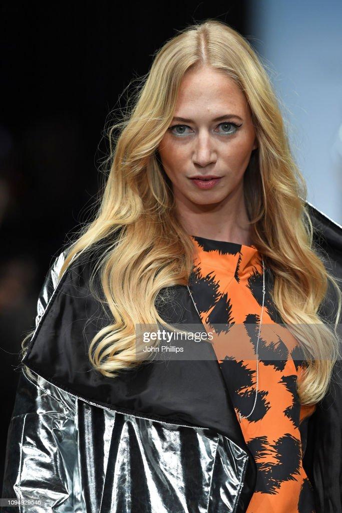 Rebekka Ruetz - Show - Berlin Fashion Week Autumn/Winter 2019 : Nachrichtenfoto