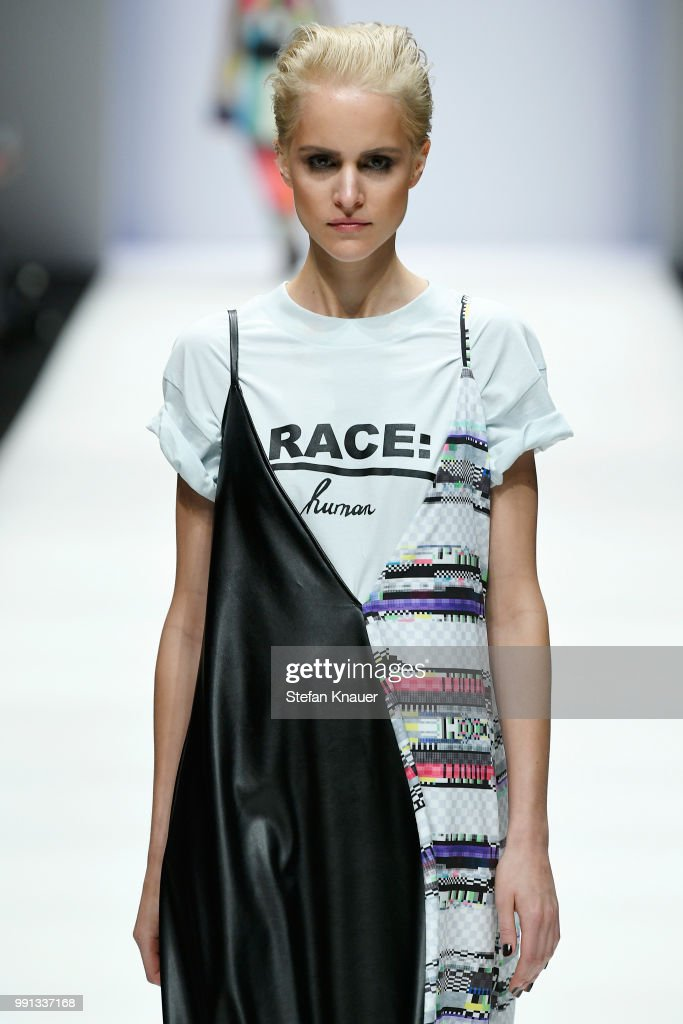 Rebekka Ruetz - Show - Berlin Fashion Week Spring/Summer 2019 : Nachrichtenfoto