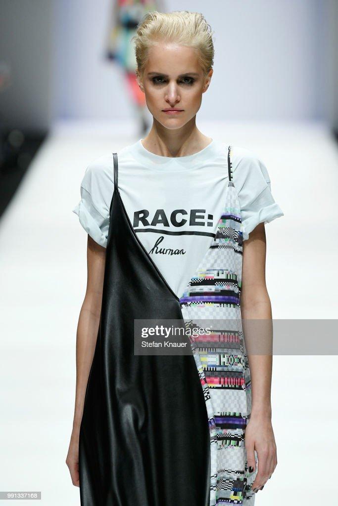Rebekka Ruetz - Show - Berlin Fashion Week Spring/Summer 2019 : ニュース写真