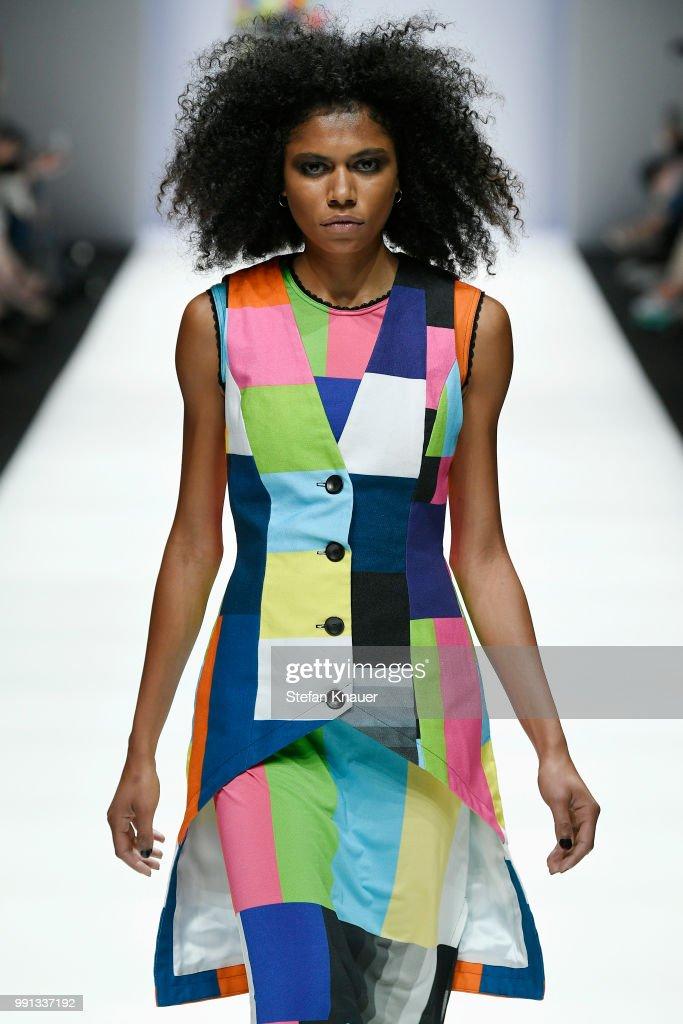 Rebekka Ruetz - Show - Berlin Fashion Week Spring/Summer 2019 : Nachrichtenfoto