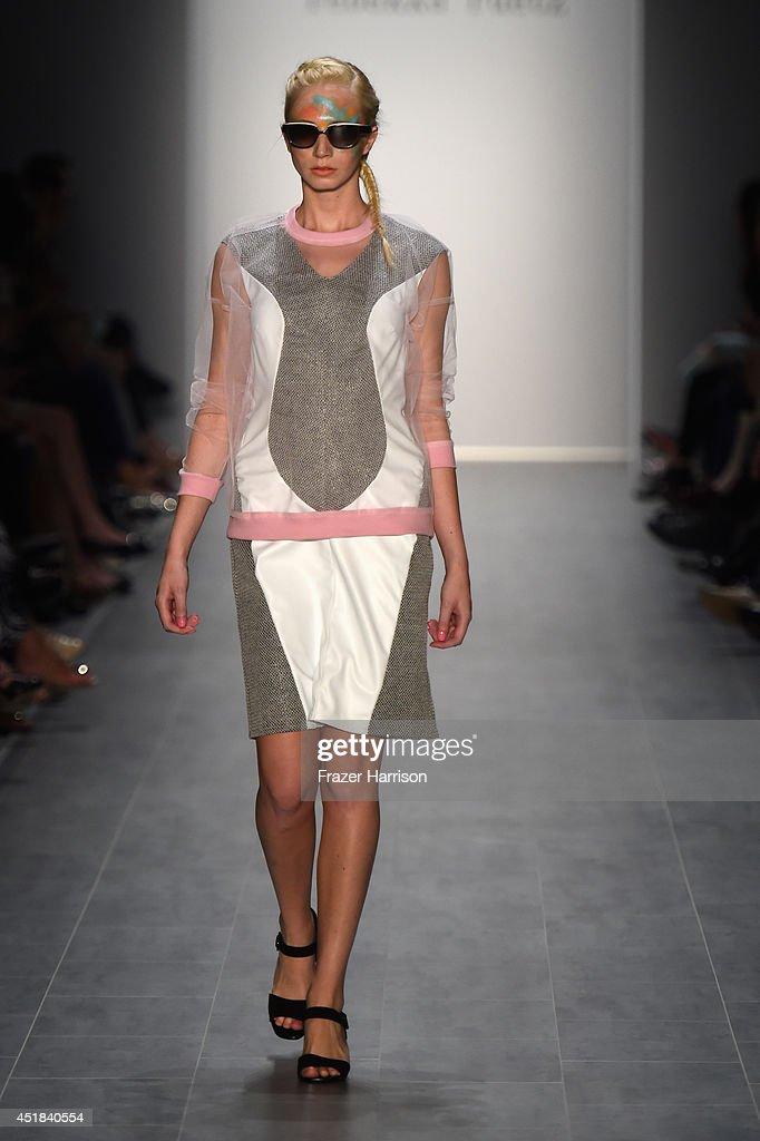 Rebekka Ruetz Show - Mercedes-Benz Fashion Week Spring/Summer 2015 : Nachrichtenfoto