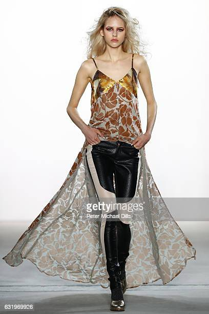 A model walks the runway at the Rebekka Ruetz show during the MercedesBenz Fashion Week Berlin A/W 2017 at Kaufhaus Jandorf on January 18 2017 in...