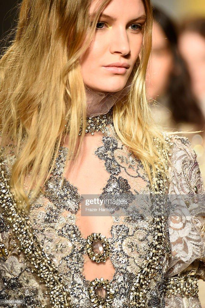 Reem Acra - Runway - Mercedes-Benz Fashion Week Fall 2015 : News Photo