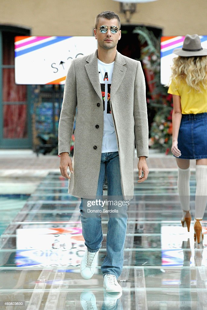 REVOLVE Fashion Show Benefiting Stand Up To Cancer (SU2C) : News Photo