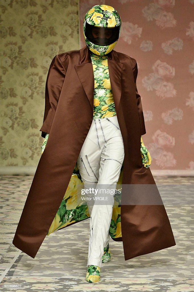 Richard Quinn - Runway - LFW February 2018 : News Photo