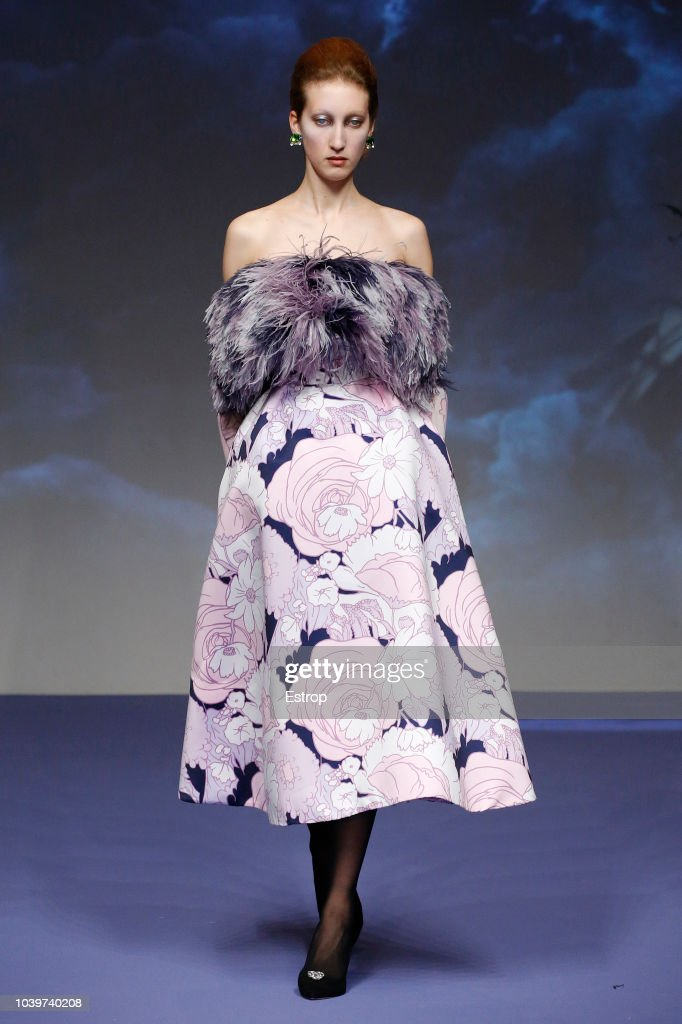 Richard Quinn - Runway - LFW September 2018 : News Photo