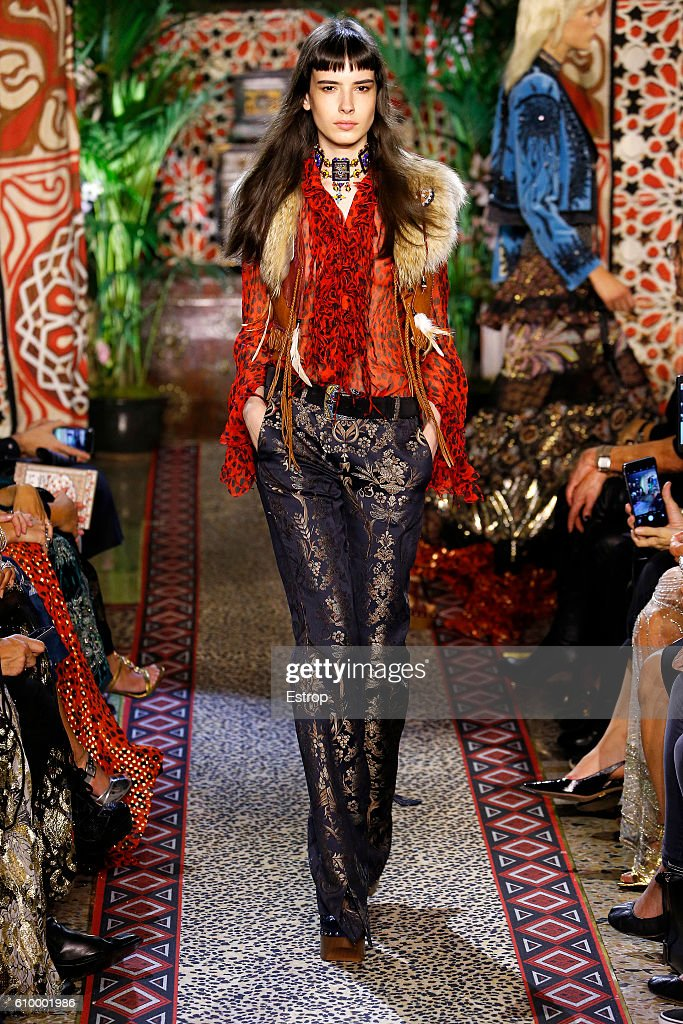 Roberto Cavalli - Runway - Milan Fashion Week SS17 : News Photo