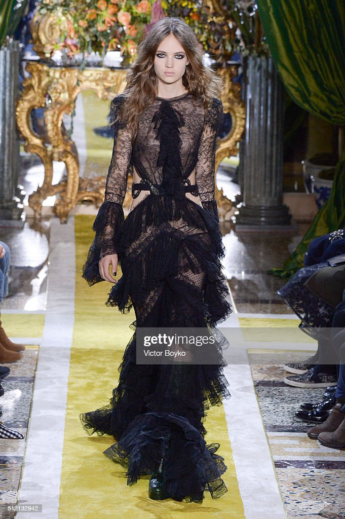 Roberto Cavalli - Runway - Milan Fashion Week  FW16 : News Photo