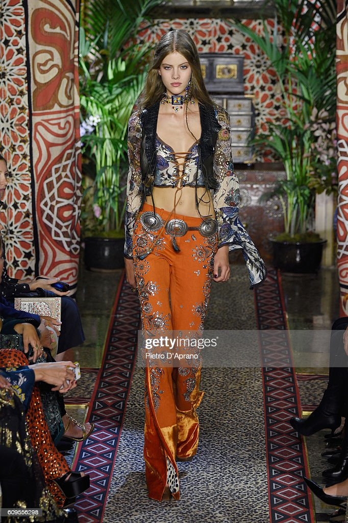 Roberto Cavalli - Runway - Milan Fashion Week SS17 : News Photo