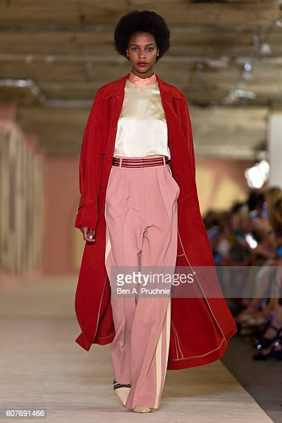 A model walks the runway at the Roksanda runway show during London Fashion Week Spring/Summer collections 2017 on September 19 2016 in London United...