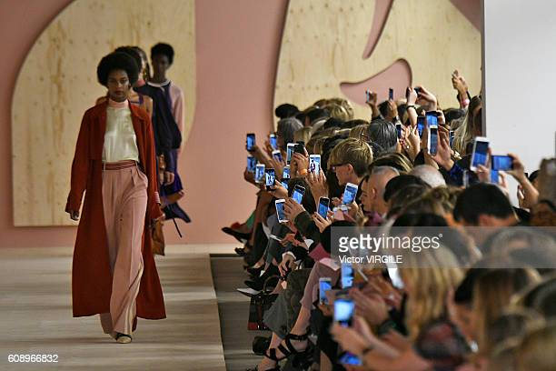 A model walks the runway at the Roksanda show during London Fashion Week Spring/Summer collections 2016/2017 on September 19 2016 in London United...