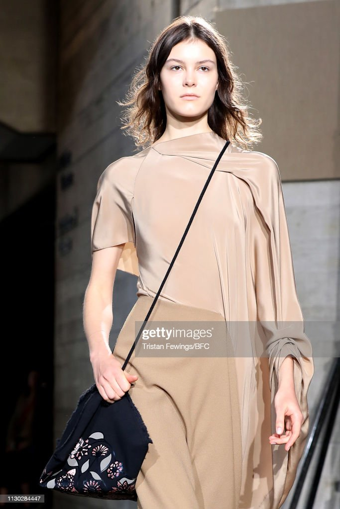 GBR: Roland Mouret - Runway - LFW February 2019