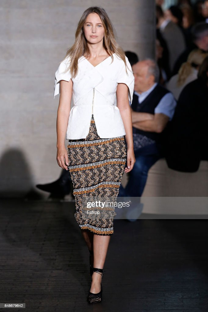A model walks the runway at the Roland Mouret show during London Fashion Week September 2017 on September 17, 2017 in London, England.