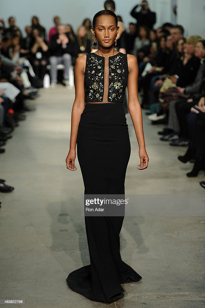 Rolando Santana - Runway - Mercedes-Benz Fashion Week Fall 2015 : Fotografía de noticias