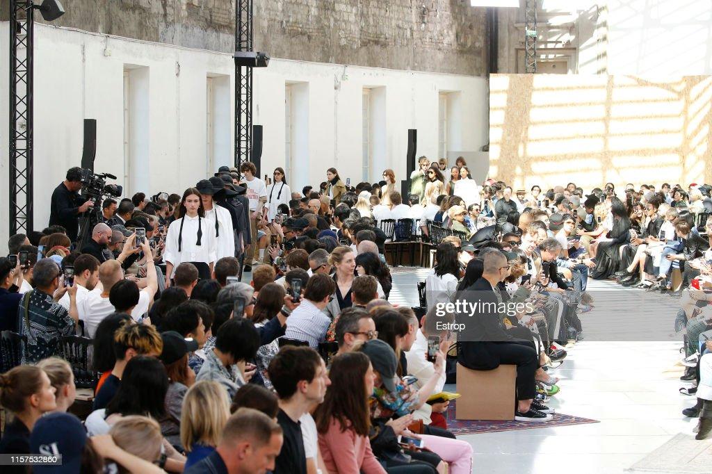 Sacai : Runway - Paris Fashion Week - Menswear Spring/Summer 2020 : ニュース写真
