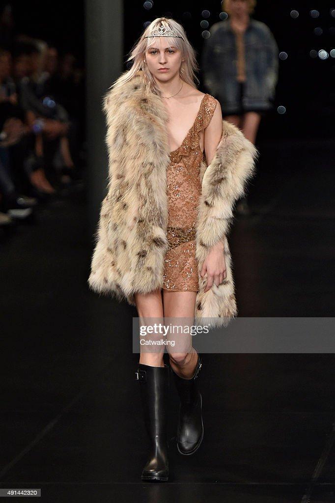 26d62aae66d Saint Laurent - Runway RTW - Spring 2016 - Paris Fashion Week : News Photo