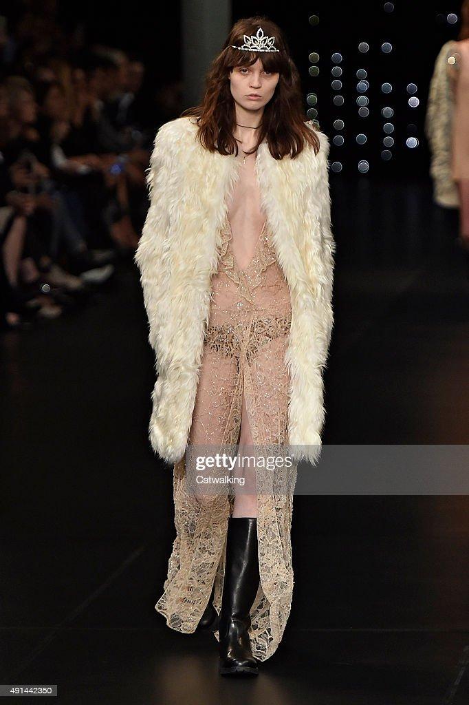 bf5ac4ce431 Saint Laurent - Runway RTW - Spring 2016 - Paris Fashion Week : News Photo