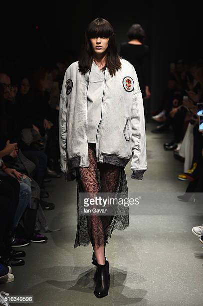 A model walks the runway at the Salih Balta show during the MercedesBenz Fashion Week Istanbul Autumn/Winter 2016 at Zorlu Center on March 18 2016 in...
