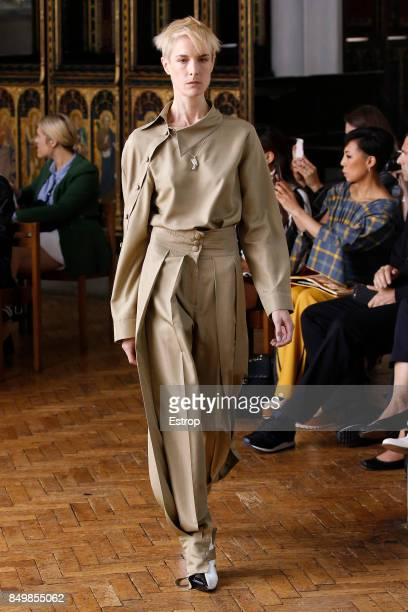 Model walks the runway at the Sharon Wauchob show during London Fashion Week September 2017 on September 19, 2017 in London, England.