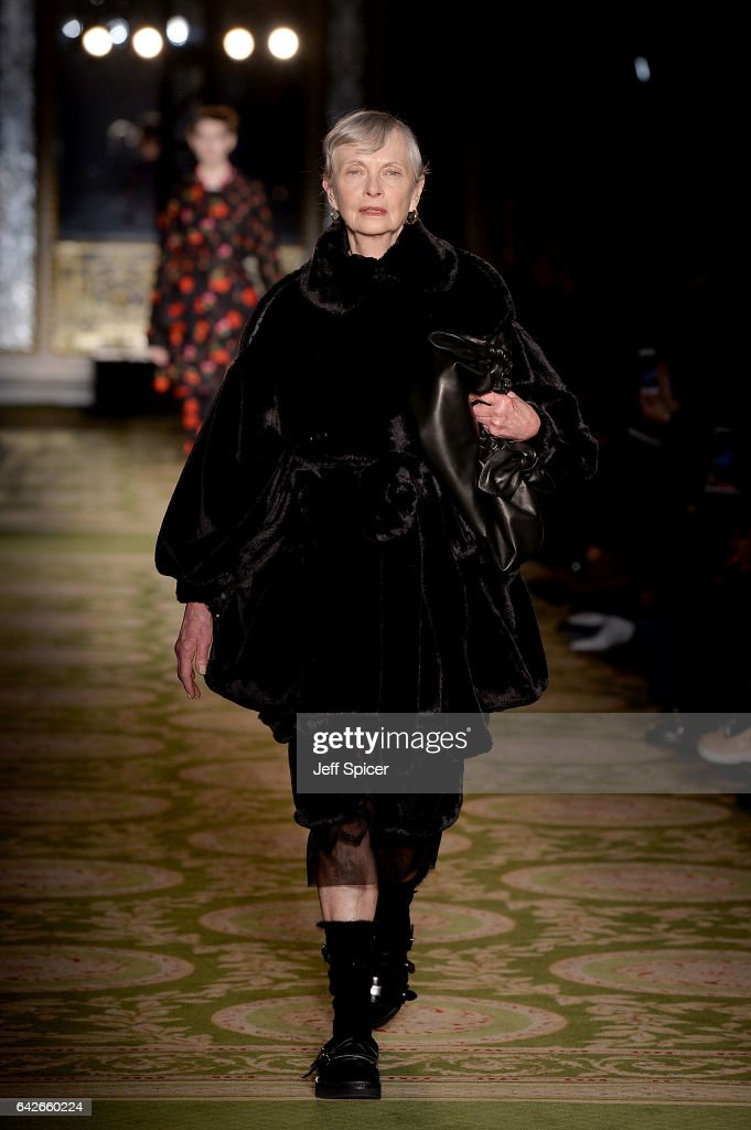 Simone Rocha - Runway - LFW February 2017 : News Photo