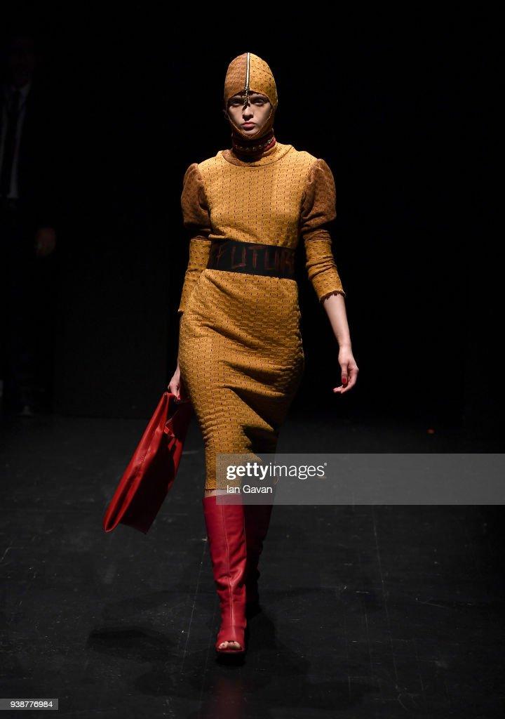 Siyar Akboga - Runway - Mercedes-Benz Fashion Week Istanbul - 2018 : News Photo