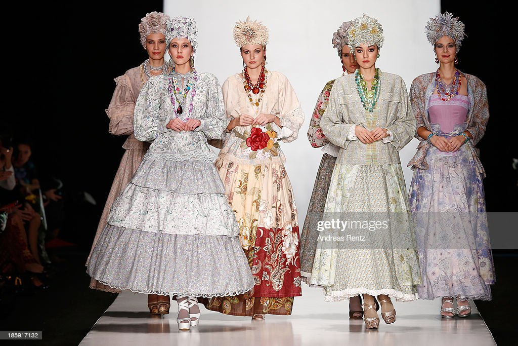 """SLAVA ZAITSEV Pret-A-porter De Luxe"" : Mercedes-Benz Fashion Week Russia S/S 2014 : News Photo"