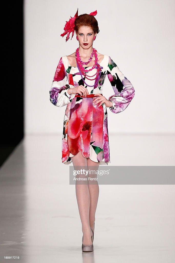 """SLAVA ZAITSEV Pret-A-porter De Luxe"" : Mercedes-Benz Fashion Week Russia S/S 2014 : News Photo"