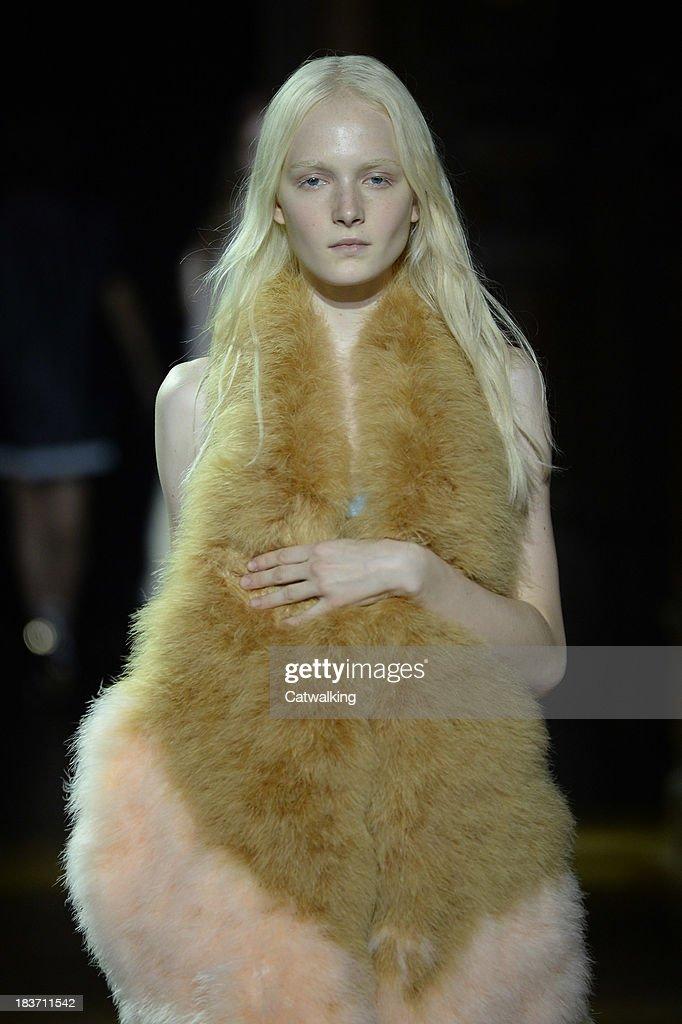 091a34c0d Sonia Rykiel - Runway RTW - Spring 2014 - Paris Fashion Week : News Photo