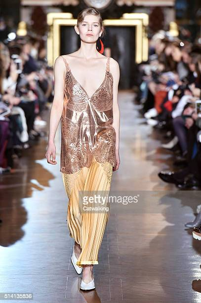 A model walks the runway at the Stella McCartney Autumn Winter 2016 fashion show during Paris Fashion Week on March 7 2016 in Paris France