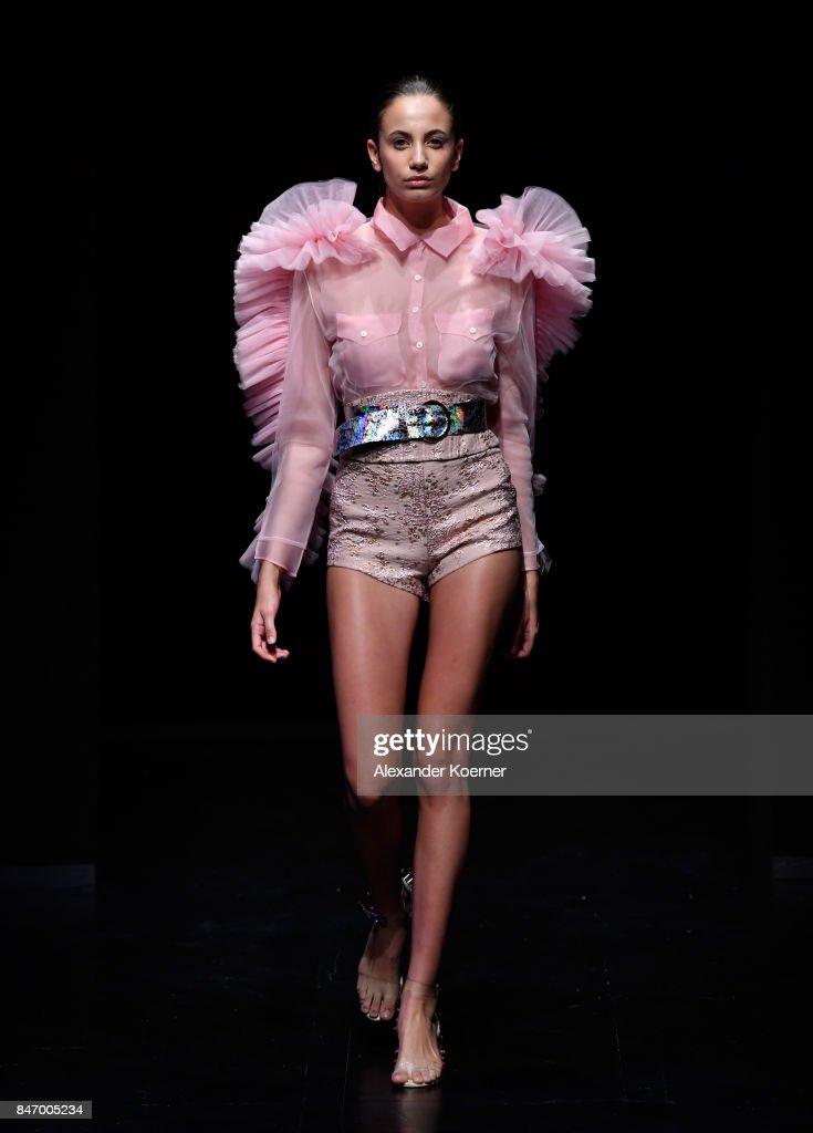 Sudi Etuz - Runway - Mercedes-Benz Fashion Week Istanbul - September 2017 : News Photo