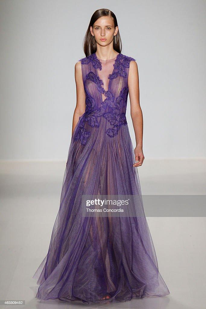 Tadashi Shoji - Runway - Mercedes-Benz Fashion Week Fall 2015 : News Photo