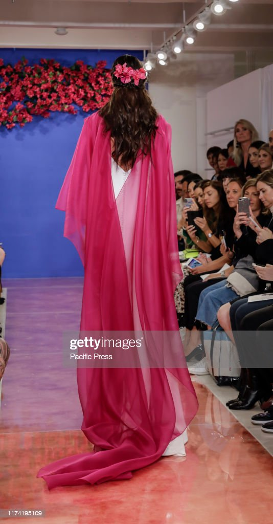 A model walks the runway at the Theia Fall 2020 collection... : News Photo