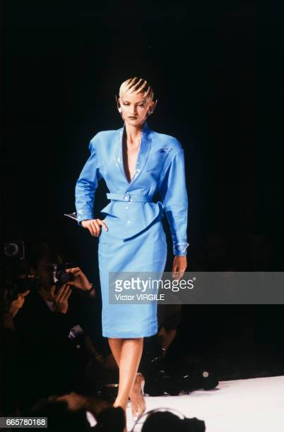 Model walks the runway at the Thierry Mugler Ready to Wear Spring/Summer 1989 fashion show during the Paris Fashion Week in October, 1988 in Paris,...