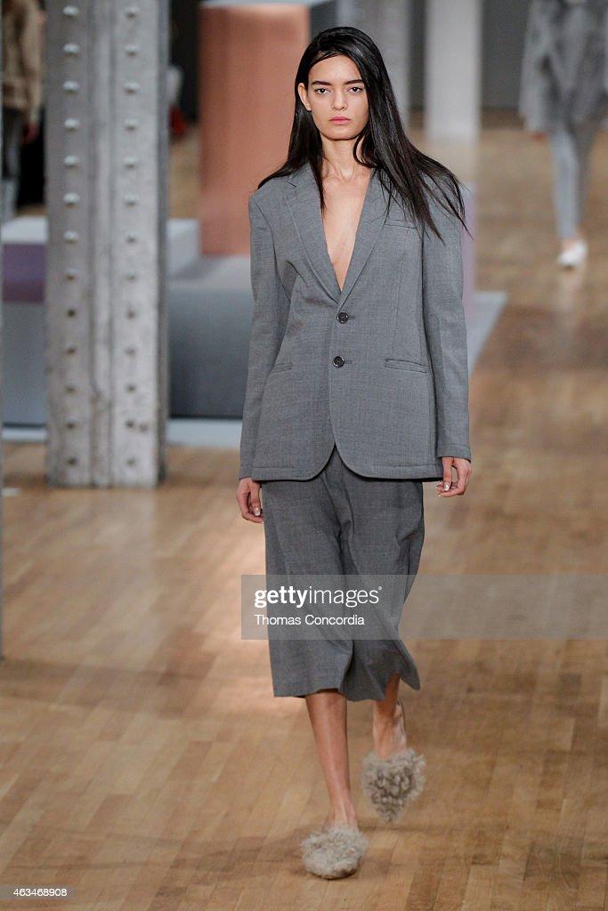 Tibi - Runway - Mercedes-Benz Fashion Week Fall 2015 : News Photo