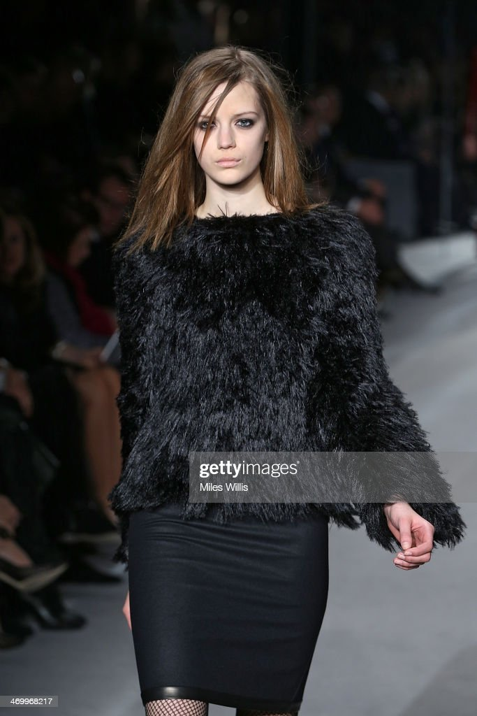 TOM FORD: Runway - London Fashion Week AW14 : Nachrichtenfoto