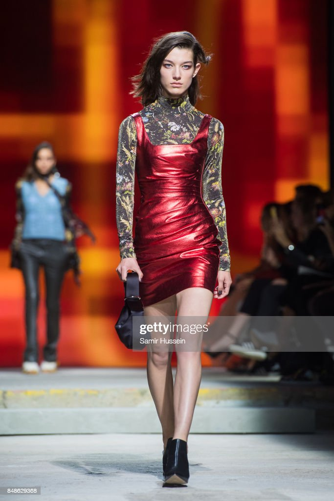 TOPSHOP - Runway - LFW September 2017 : News Photo