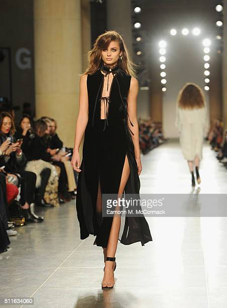 A model walks the runway at the TopShop Unique show during London Fashion Week Autumn/Winter 2016/17 at TopShop Show Space on February 21 2016 in...