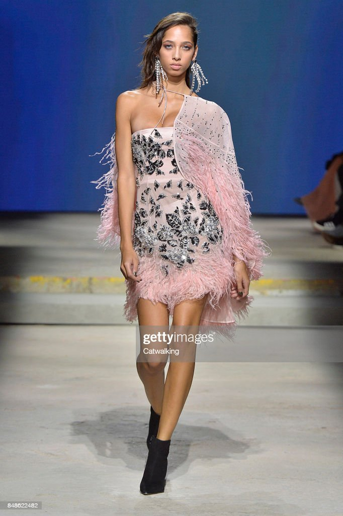 Street Style at London Fashion Week Spring/Summer 2018. - WWD 67