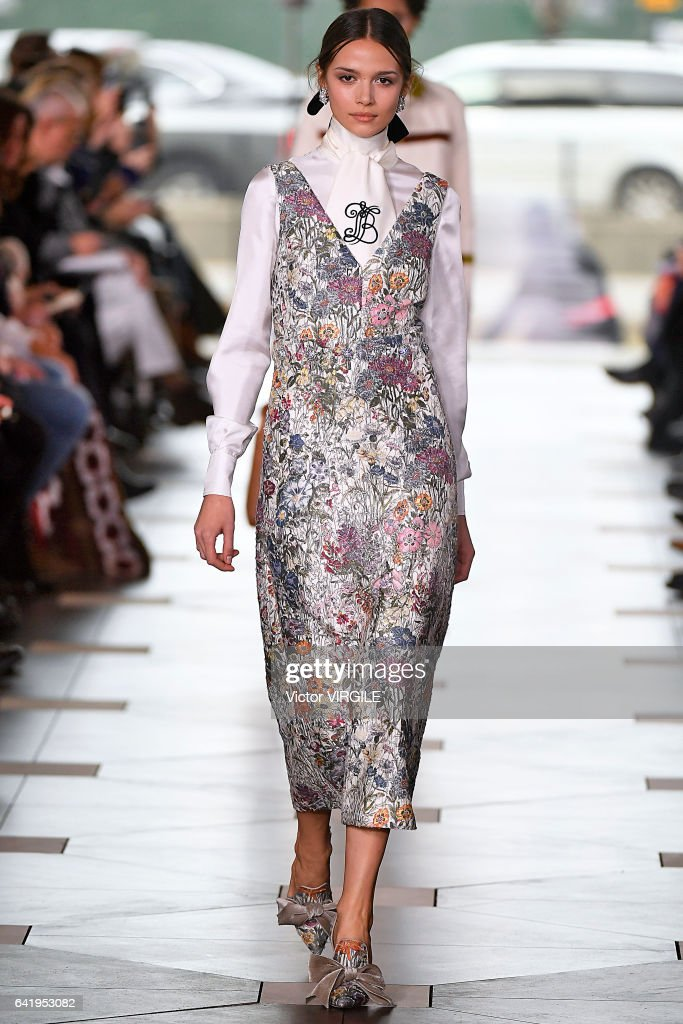 5f3523dbd73d A model walks the runway at the Tory Burch Ready to Wear Fall Winter ...