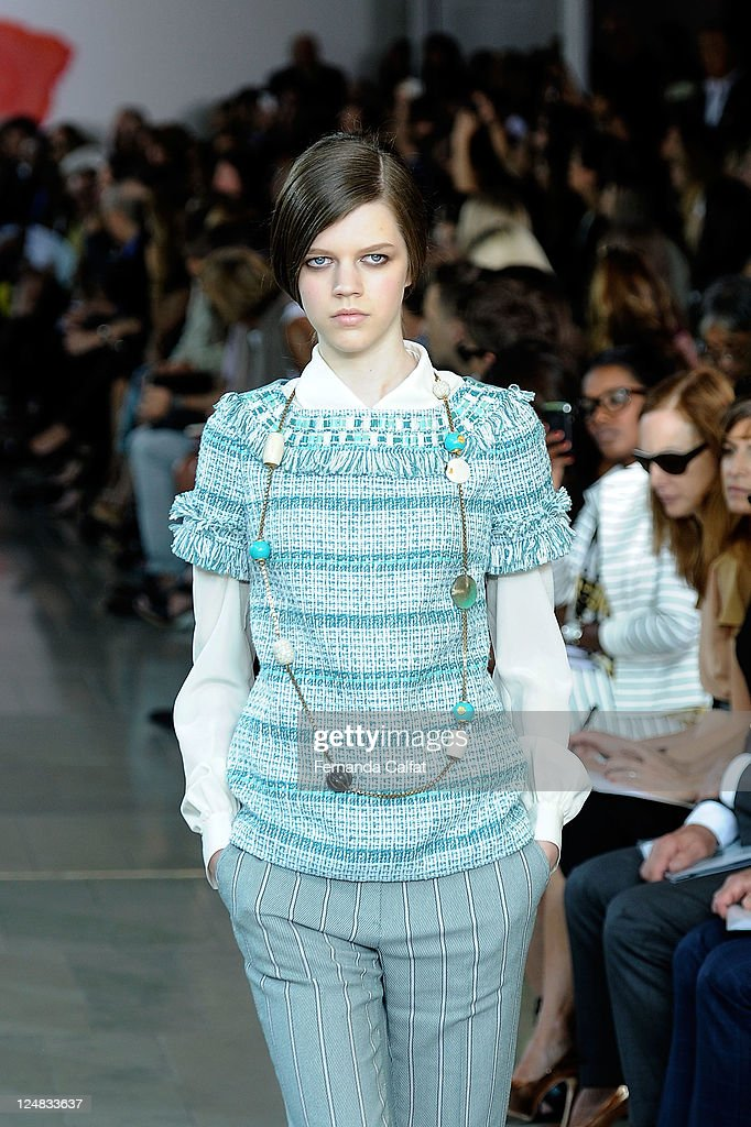 Tory Burch - Runway - Spring 2012 Mercedes-Benz Fashion Week : Nachrichtenfoto
