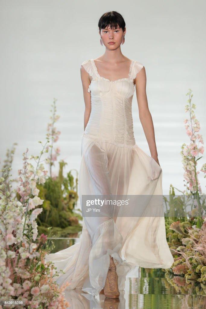 Ulla Johnson - Runway - September 2017 - New York Fashion Week : ニュース写真